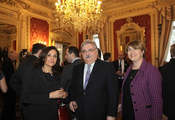 6. Catherine Moste (Sanofi Pasteur), Christian Pouviot, expert-comptable (GCR) et Marie-José Quentin-Millet (Sanofi)