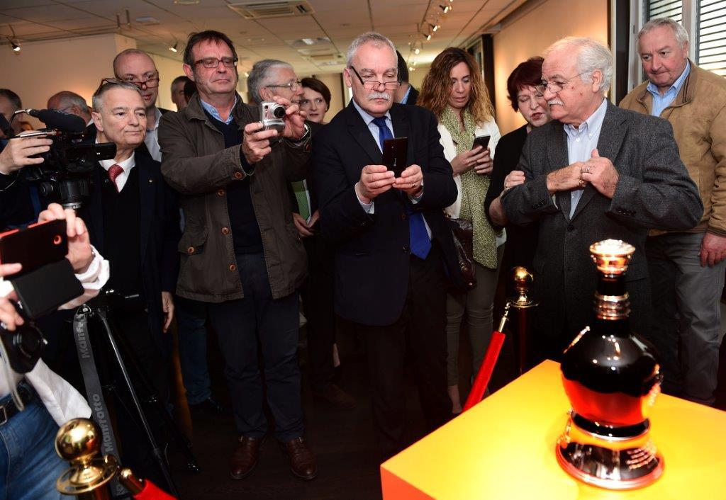 Whisky Royal Salute. 180 000 euros le flacon !