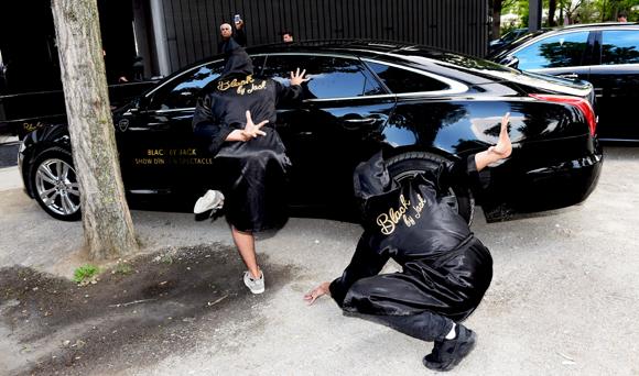 1. L'arrivée des danseurs avec By VB Prestige