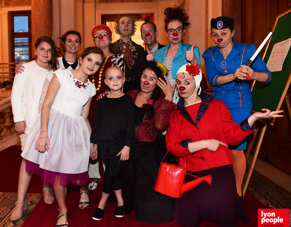47. Izia, Caroline, mesdames & monsieurs Clowns