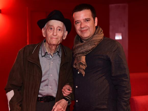 7. Mario accueilli par Julien Poncet, directeur de la Comédie Odéon