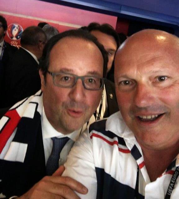 François Hollande au stade de Lyon. Le selfie qui fait le buzz