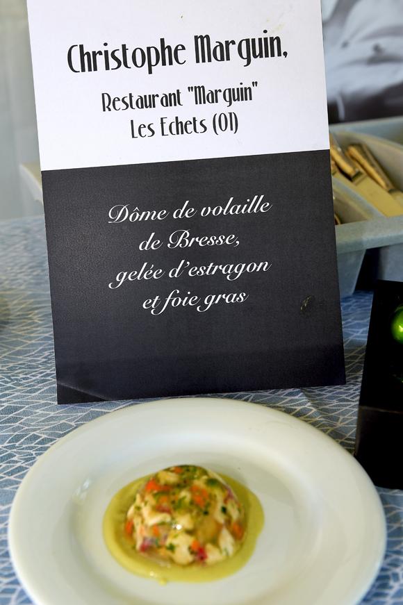 18b. Son plat : Dôme de volaille de Bresse, gelée d'estragon et foie gras