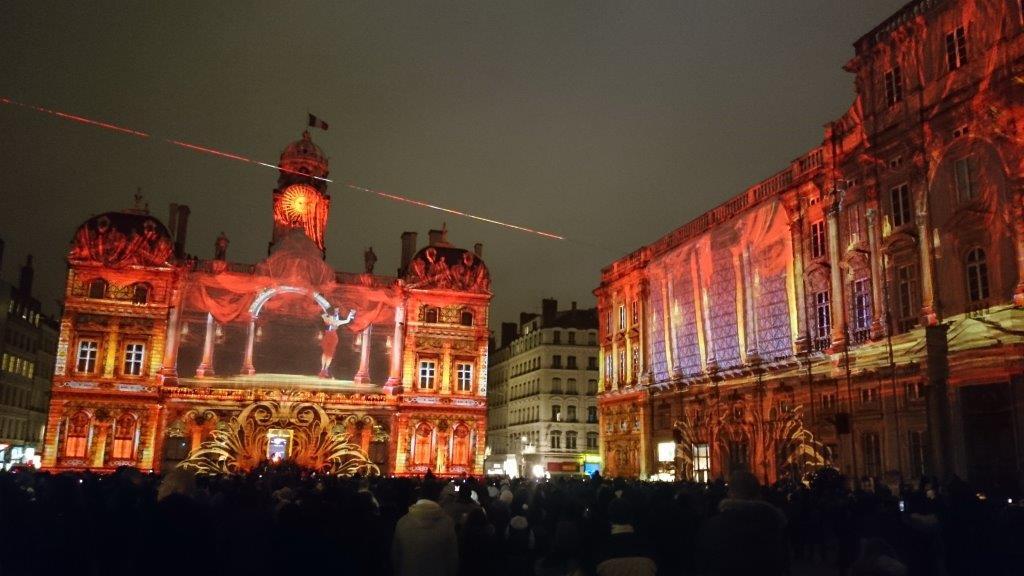 8 décembre à Lyon. «La Fête des lumières 2016 aura bien lieu» assure Georges Kepenekian