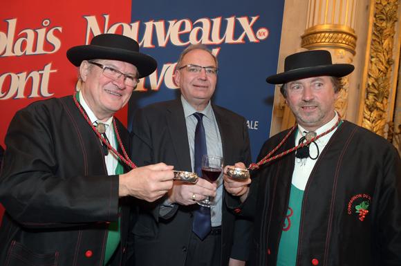 19. Le député-maire de Villefranche Bernard Perrut et les vignerons