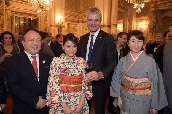 23. Laurent Wauquier, président du Conseil Régional, Ryuichiro Kobayashi, consul du Japon, son épouse Yukiko et Yuriko Nishikawa