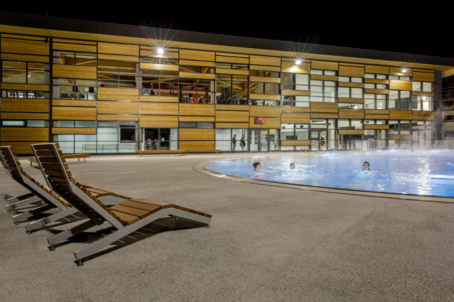 2. Le bassin extérieur chauffé