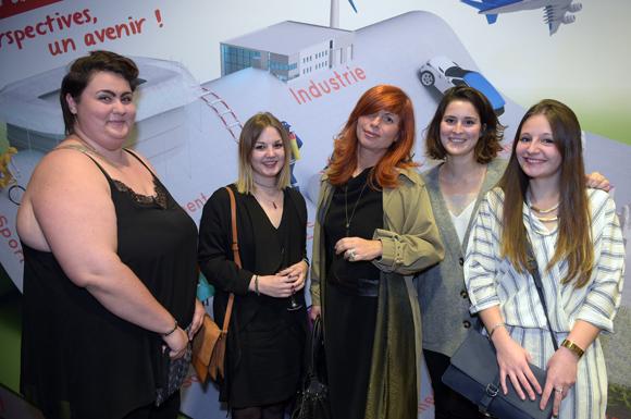 24. Marion Floquet, Sarah Gallois, Fabienne Kuiluici, Nathanaëlle Chausse et Manon Cuby (Supdemod)