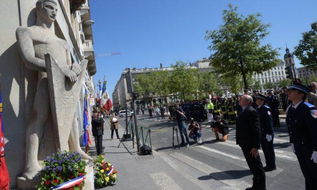 Fusillade des Champs-Elysées. Lyon rend hommage au policier décédé