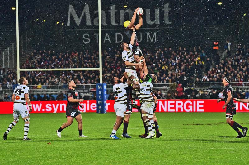Les tribunes VIP de LOU Rugby – La Rochelle. Touché mais pas coulé