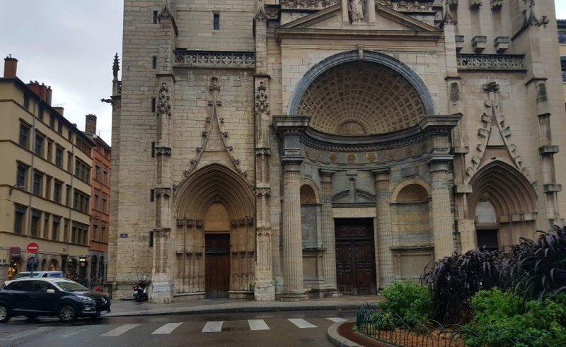 Eglise Saint-Nizier. Une pétition pour l'aménagement du parvis
