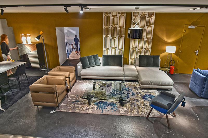 depuis 20 ans cr ation contemporaine assoit son style. Black Bedroom Furniture Sets. Home Design Ideas