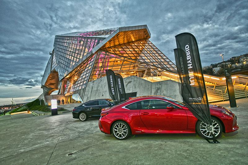 Nouveau Lexus UX. Lancement officiel au musée des Confluences