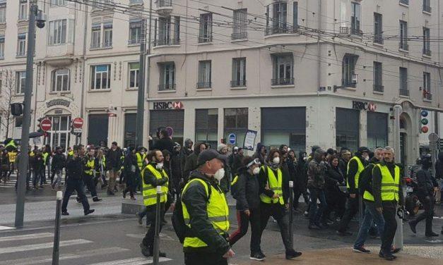Les gilets jaunes interdits de manifester dans le centre-ville de Lyon