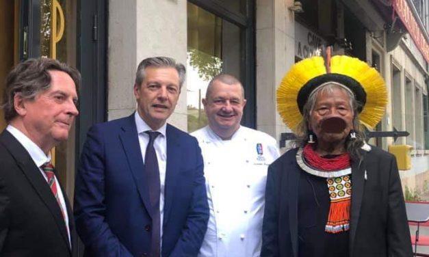 Le grand chef Raoni honoré par la Ville de Lyon
