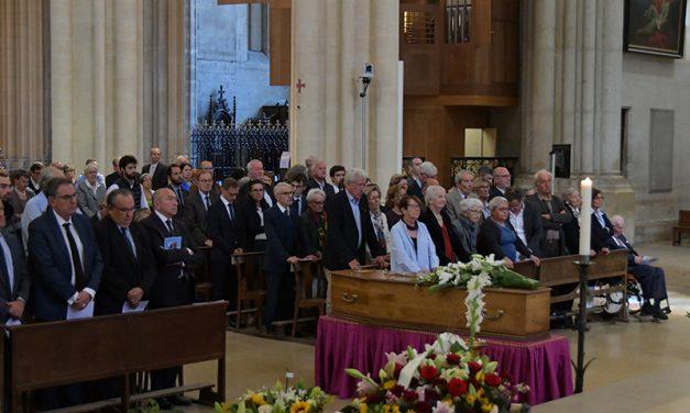 Le tout Lyon médiatique et politique aux funérailles de Régis Neyret