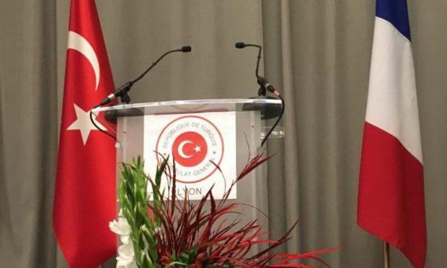 Lyon. Propagande et jus d'orange à la fête du Consul turc