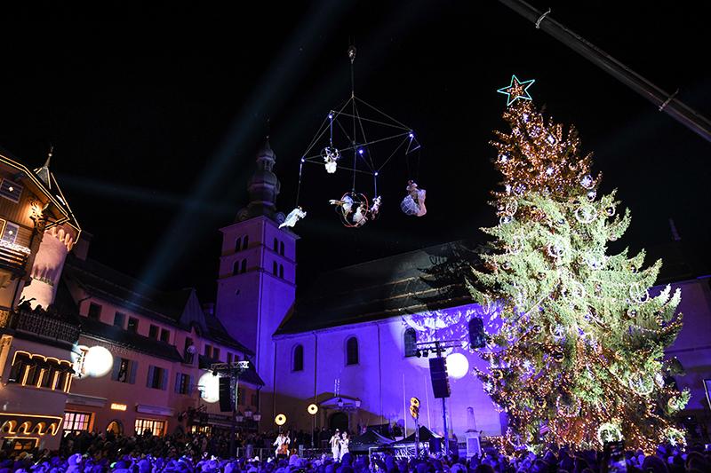 Megève. Show aérien pour l'illumination du sapin 2019