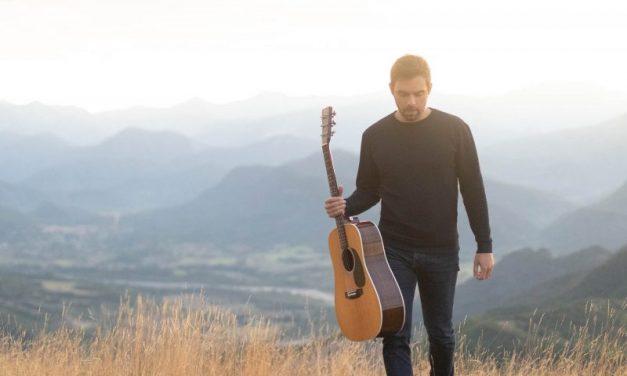 Pour son deuxième album, Bastien Lanza chante les mots « Bleu »
