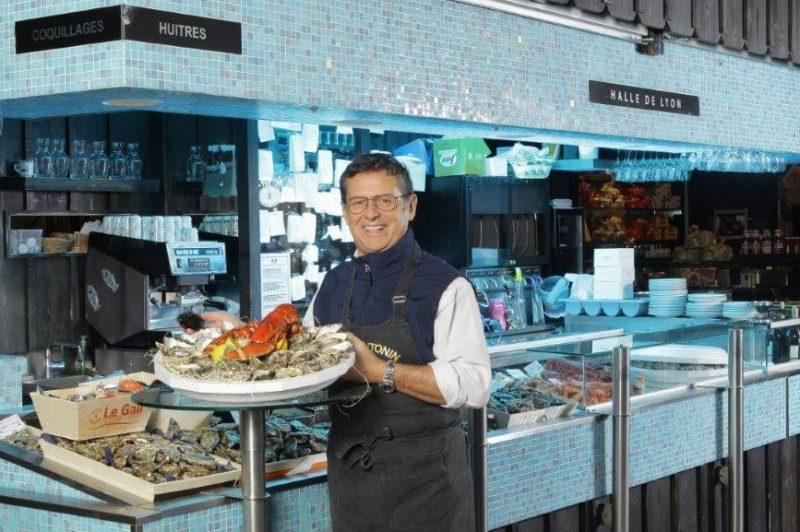 Chez Antonin. Eric Giraud reprend la vente de coquillages et crustacés aux Halles