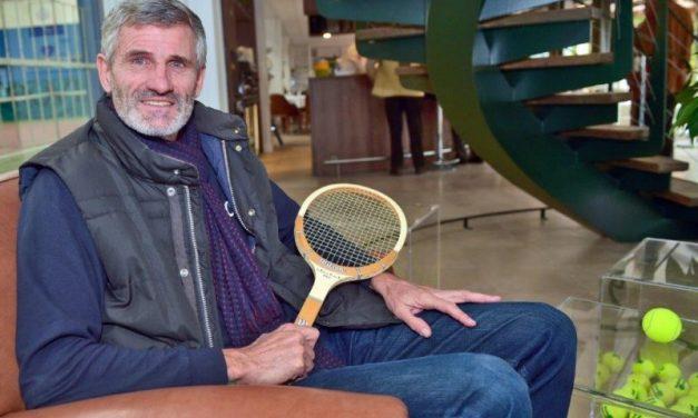 Fédération Française de Tennis. Gilles Moretton monte au filet