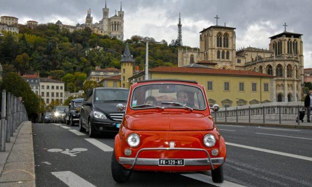 14eme Traversée de Lyon en voitures de collection. Toutes les photos !