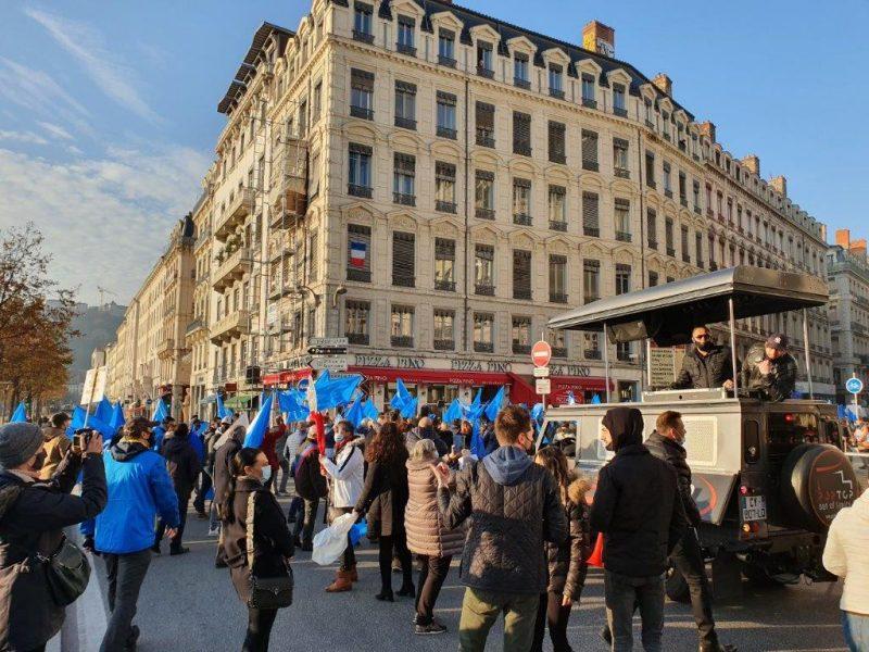 4ème manifestation des indépendants à Lyon. Les commerçants montent le son