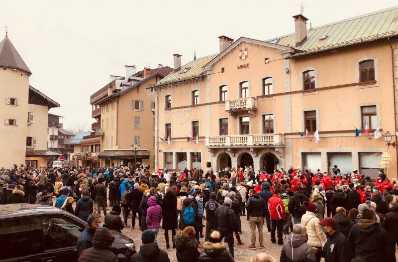 Manifestation. Megève se mobilise contre la fermeture des remontées mécaniques à Noël