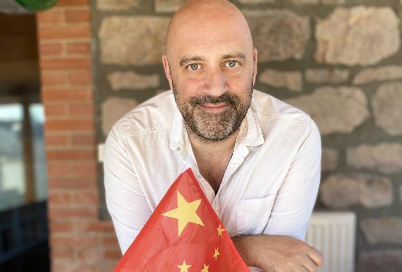 En Smart jusqu'en Chine. Le Pékin express de l'humoriste lyonnais Patrick le Chinois