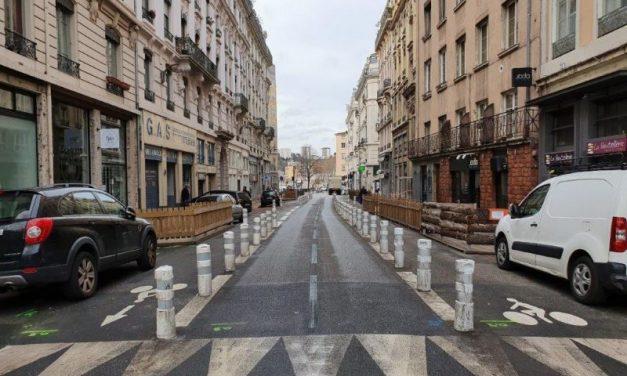 Rue de la Martinière à Lyon. Une pétition pour jeter les plots au feu