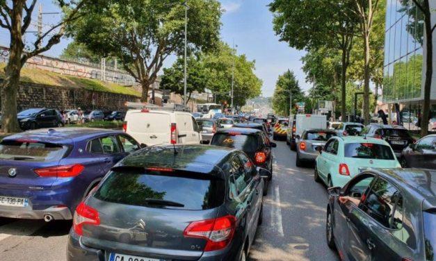Lyon. Les écologistes dépensent 100 000 euros pour embouteiller le boulevard de Stalingrad